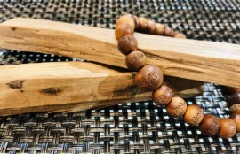 香木「白檀」でつくられた念珠腕輪(ブレスレット)